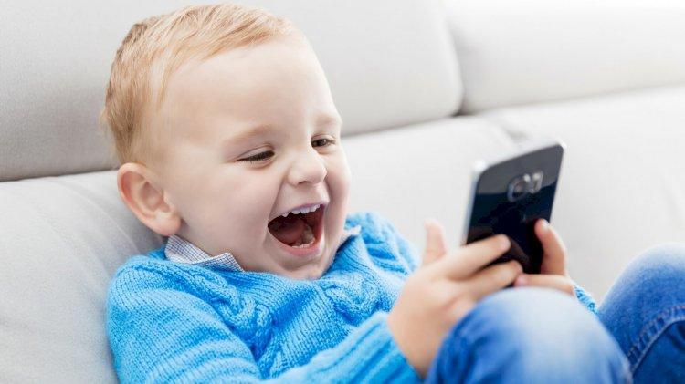 अपने बच्चे की मोबाइल की लत को कैसे कम करे